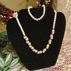 Beautiful faux pearl NECKLACE & bracelet set NEW